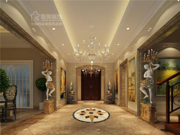 大门入口空间很宽阔,两尊欧式雕塑举着灯,欧美感强烈!