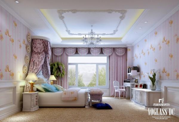 在女孩房间配饰的选择上,采用了浪漫色粉色系,床头柜、梳妆台选择了法式公主造型,优雅而宁静。
