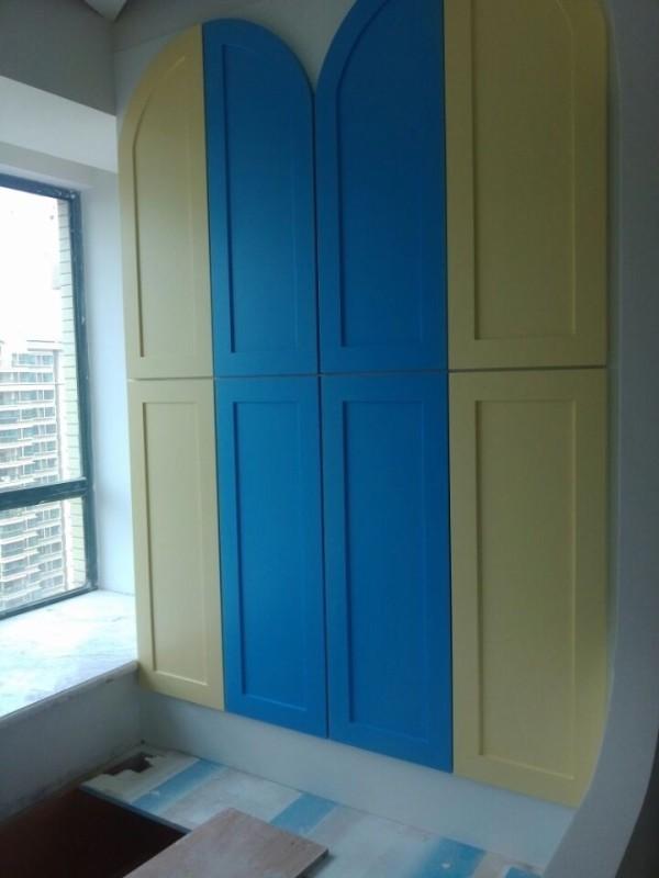 儿童房衣柜,大胆的撞色,很亮丽哦,很喜欢的感觉···