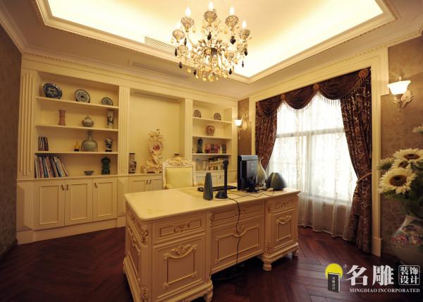名雕装饰设计——书房:以高端红木地板搭配白色家具。整个空间不像其他区域的富贵华丽,书房给人一种淡雅宁静的感觉。