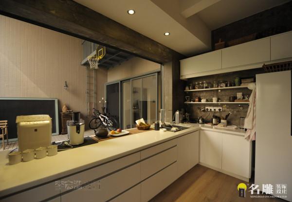 名雕装饰设计——西厨房:纯白色餐台,简洁设计,合理利用空间布局。开放式西厨房,品味独特。