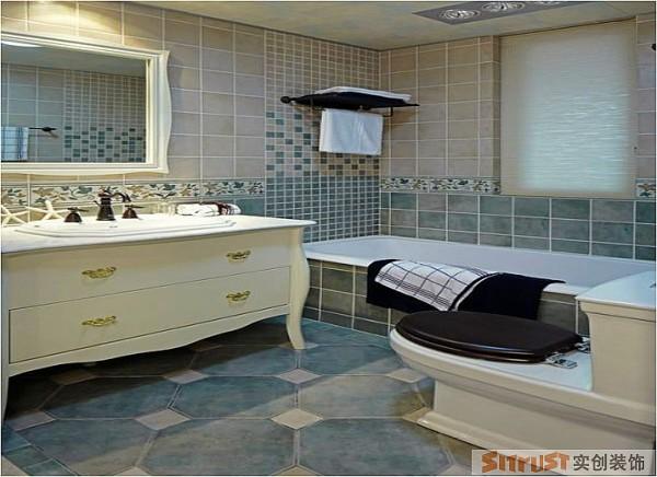 卫生间 设计理念:在浴室沐浴能感受让地中海清新的风 设计亮点:运用淡绿色的下墙砖搭配浅米黄的上墙砖,让整个空间更有层次感,而这样清新的颜色也让主人在浴缸沐浴的时候感受到清爽浪漫的感觉。