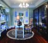 设计师采用了浪漫法式新古典风格为这栋房屋的主题,白色墙板线框造型结合清新的浅蓝色、优雅的浅紫色、怡人的灰绿色作为空间内的点睛色,营造出一个浪漫巴黎风情的居室空间。