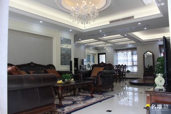 名雕装饰设计——客厅:整个室内装修的颜色除了能简单的美化家居环境,还有调节人们心情的功能,让业主在享受贵族待遇的同时拥有一个惬意、舒适的心情。