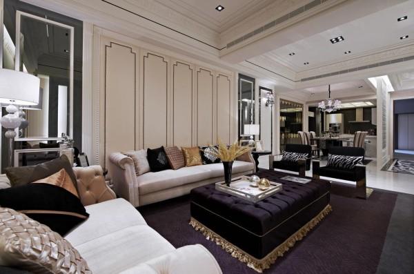 沙发背墙处的古典线板,在铆钉硬质框构中带出绷布的柔软感。