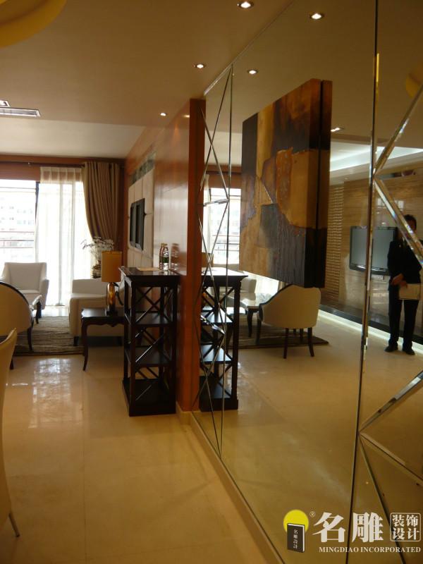 名雕装饰设计——客厅一角:玻璃、镜面的运用,使小空间更加扩张增加展示意趣