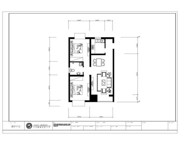 设计说明 本案的设计风格定位为简约欧式风格,客厅地面铺设了浅米黄色瓷砖,入户门左侧的墙做了一面照片墙,可以展示一些主人的照片,显得生活更有情趣。客厅电视墙做了大理石的造型。