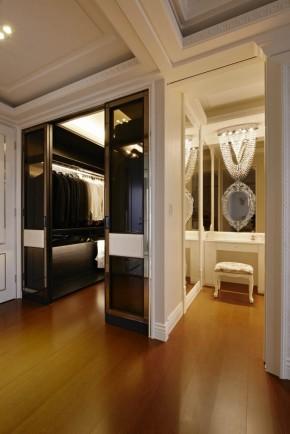 欧式 新古典 混搭 三居 白领 白富美 衣帽间图片来自幸福空间在一眼爱上 黑白现代新古典宅邸的分享