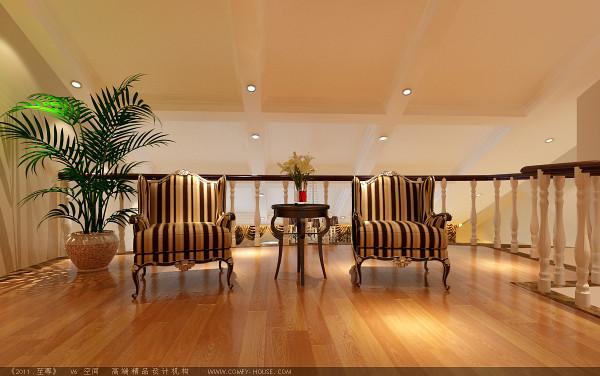 二层休闲区域用浅黄色的地板、线条纹的沙发、绿色盆栽等的装扮,将休闲区域装扮的轻松自然,清新之感迎面而来。