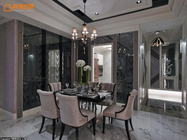 与客厅面积相加不到10坪的餐厅位于玄关与厨房入口的动在线,设计师利用两面墙,饰以相同的图腾镜面创造餐厅安定的空间感。