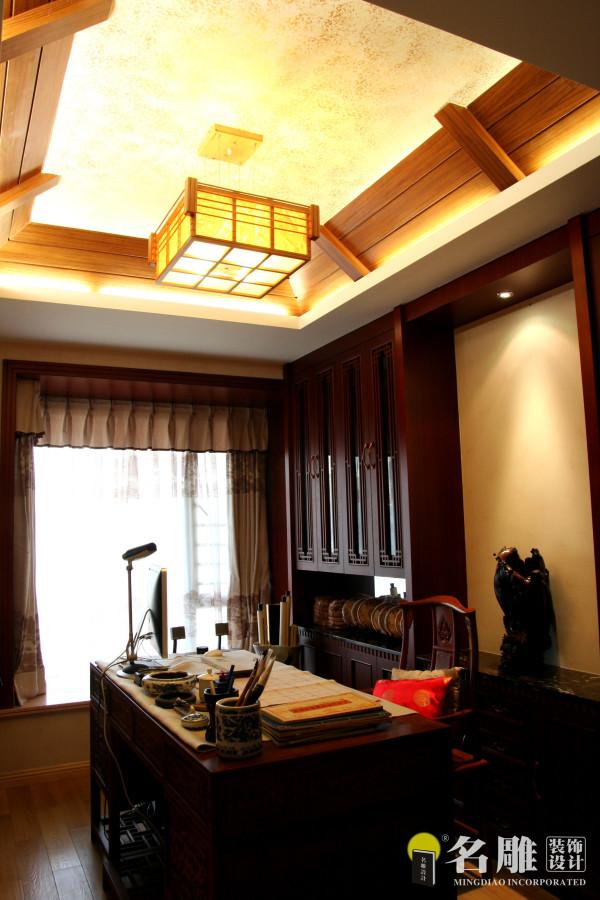 书房的斜面吊灯与墙面防草编墙漆,普尔茶与明式书台,使空间诗意而含蓄。舒适惬意的同时还可以体验东方雅韵与心灵的交流。