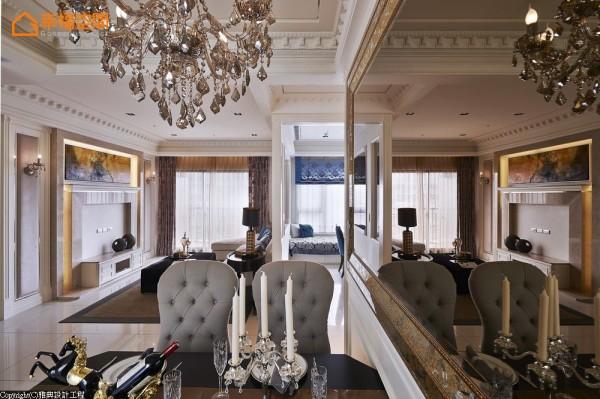 动线布局上为打造四人座用餐环境,设计师刻意将餐桌采以靠墙处理,机能满足同时仍保有宽适过道空间。