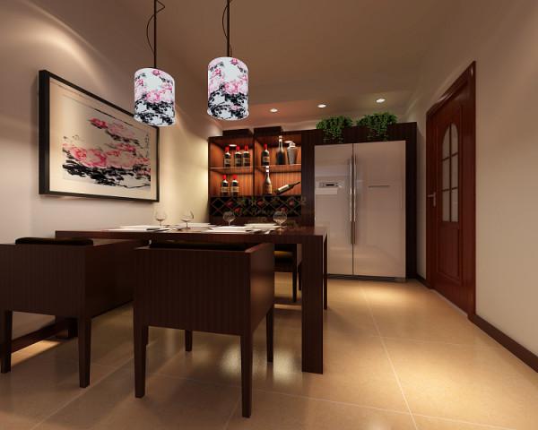 厨房较小,因此双开冰柜建议放在餐厅,并使其嵌在酒柜之中,配合精心挑选的四人餐桌,结合挂画餐吊,一个动线合理、颇有格调的餐厅就此呈现在我们的面前。