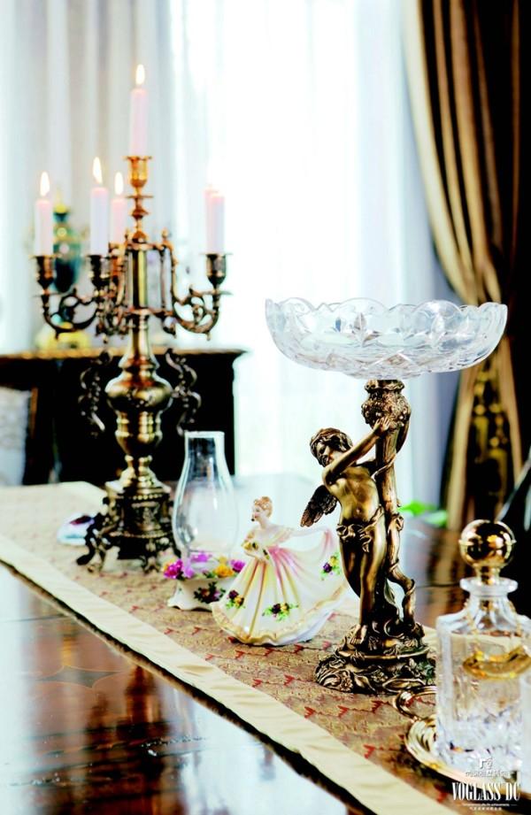 业主夫妻都很热爱生活,装修期间两人虽然身居国外,但是每周都会与设计师开电话会议,不断磨合。业主不追求高贵奢华,喜欢用全球各地带回的纪念品装饰房子,让家更有生活气息。