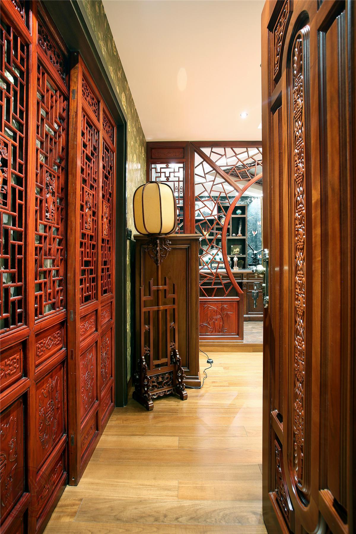 欧式 新古典 混搭 典雅 简约 时尚 三居 玄关图片来自装修小管家在典雅时尚欧式古典的分享