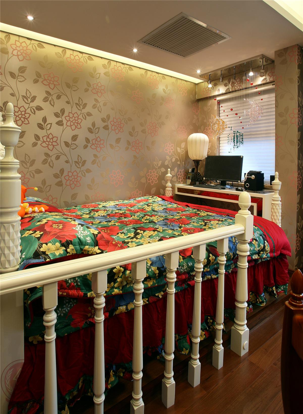欧式 新古典 混搭 典雅 简约 时尚 三居 卧室图片来自装修小管家在典雅时尚欧式古典的分享