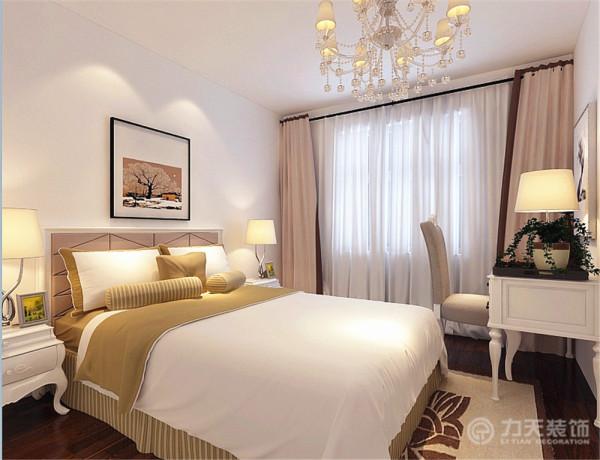 卧室亦没有过多装饰木地板铺装,以及整体色调与客厅和谐