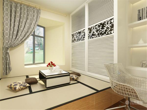次卧设计同样不乏亮点。榻榻米的作为床铺,既提供了主人休息的地方,又提供了储物空间