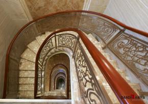 混搭 别墅 高富帅 名雕丹迪 别墅装修 楼梯图片来自名雕丹迪在中西融合—600平混搭风别墅装修的分享