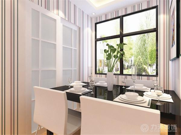 在餐区部分,黑白搭配的简约餐桌椅,搭配挂画的点缀,使整个空间灵动起来。