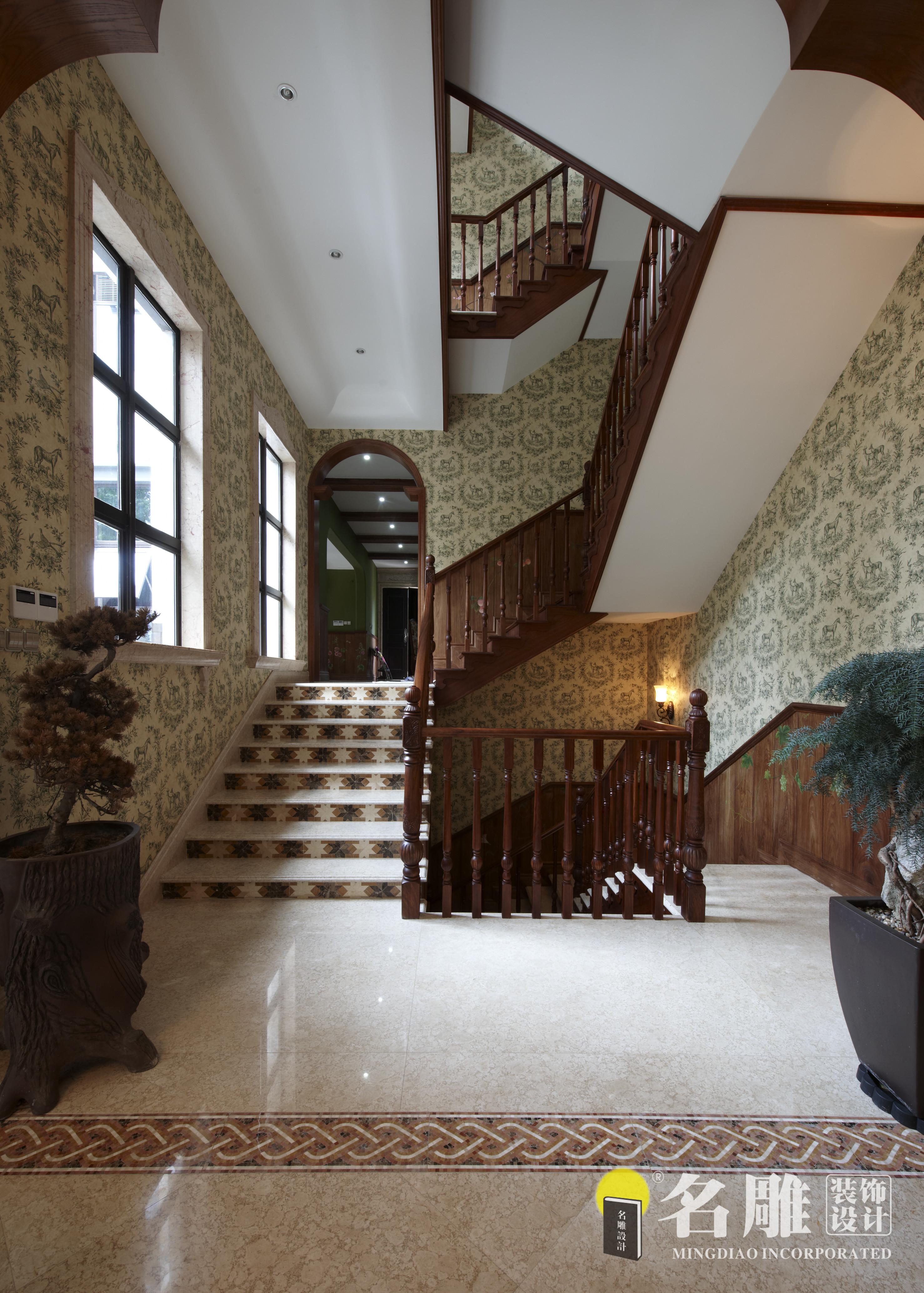 美式田园风 别墅 雅致 名雕装饰 别墅装修 楼梯图片来自杜鸿业----名雕丹迪设计总监在美式田园风—650平雅致别墅装修的分享