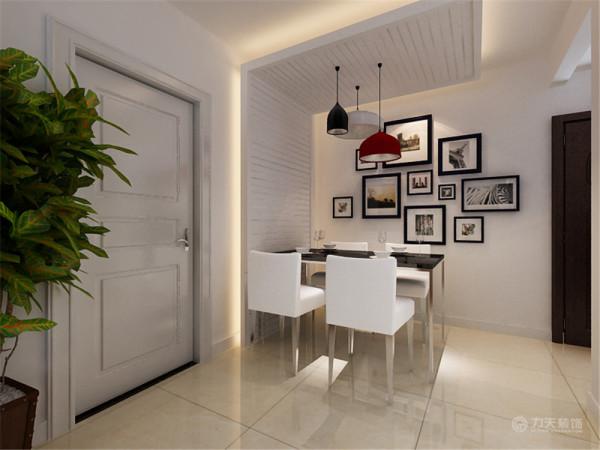 餐厅的背景通过一组照片墙的摆放位置,通过照片墙增加餐厅的品味提升。