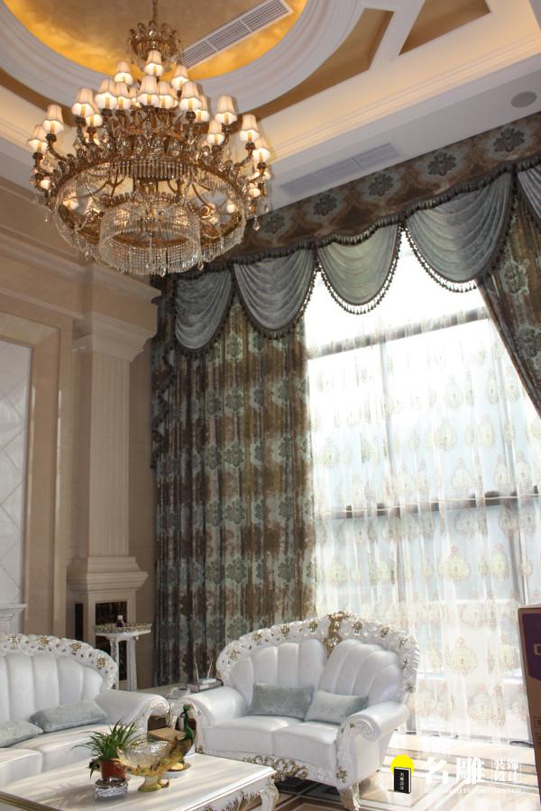 """墙地面大理石的的运用让整个空间变得高贵且上档次。全套银白色调优雅且华丽的家私搭配,让整体的风格变得不那么""""土豪""""。"""