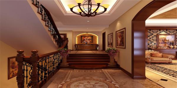 灯光柔美,墙上的壁画彰显了业主的气质与修养