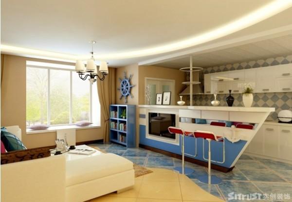 。温馨自然的沙滩色和清新的象牙白包罗客厅万象,这里面有被调深了的地中海蓝和西班牙红,他们用蓝精灵身上那浓郁欢快的气息装点着舵轮和吧台;也有敞开怀抱的厨房,映衬着沙滩白墙蓝海。