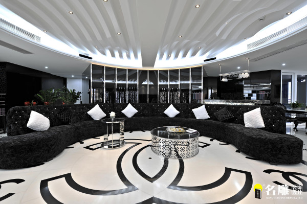 名雕装饰设计——客厅:打造出别具一格的空间享受。秉承原建筑独有的楼层优势,黑白为主的设计,广宽视觉效果,特大的玻璃窗能将屋外的景致带进屋内,再一次提升空间感。