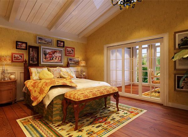 于小主人公是个个性独立的男孩,正处于活泼好动期,所以房间内铺有地毯,减轻地面硬度。房间内主体色为黄色,选用素色的壁纸,灯光色为黄色,这样灯光的黄色与主体素色壁纸相融合,塑造一个温馨、舒适的梦幻空间。