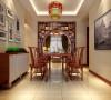 米色墙面作为主体色,地面选择偏暖色的仿大理石地砖, 再加上高纯度绚丽色彩的配饰使空间充满活力。