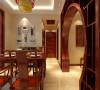餐厅在设计上采用中式风格餐桌,将现代元素与传统元素相结合,以现代人的审美需求来打造富有传统韵味的空间,让传统艺术在当今社会得以体现