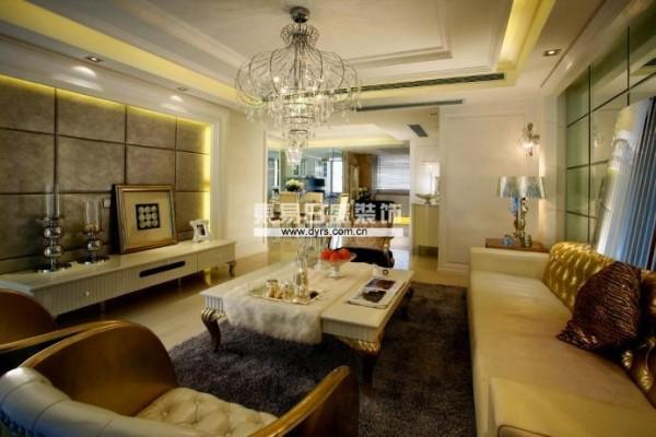 在功能方面,客厅是主任品味的象征,体现了主人品格,地位,也是交友娱乐的场合,电视背景墙采用大理石做的造型,既简单又大方。