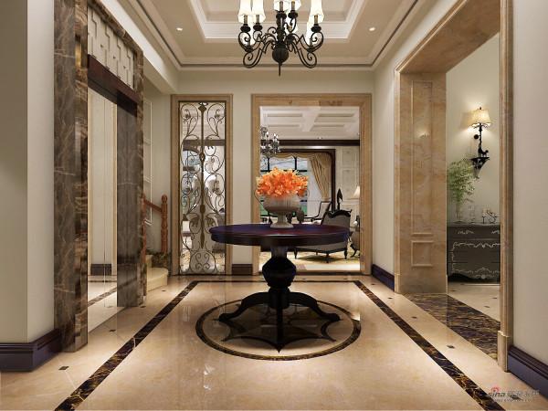 圆形桌上的装饰物为简洁的厅堂增加点点色彩