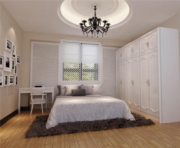 整个卧室都以白色基调为主,因为整个卧室只有这一个窗户,如果封上,卧室会显得特别黑暗,所以卧室的亮点就是利用这个窗户做出一个床头背景。