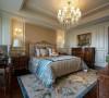 在卧室,欧式土豪风也表现的淋漓尽致,厚重的家具营造出一个尊贵、奢华浪漫空间。