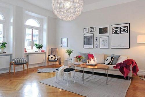 蒲公英形状的吊灯很有创意,很漂亮。这款设计很适合年轻人的口味,即使是180平米的大居室,也不占据太大的空间。