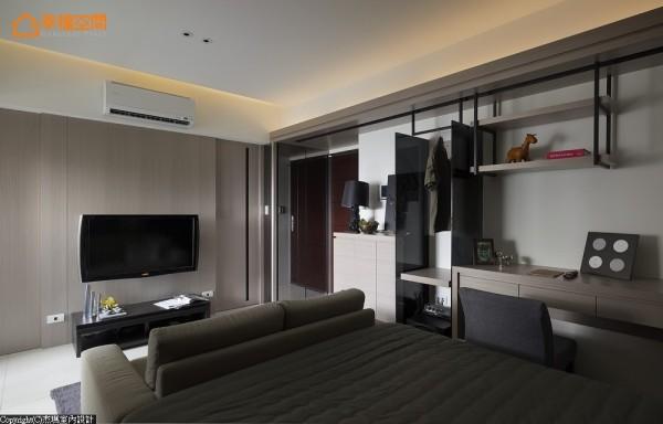 电视主墙对称性的设计,巧收卫浴动线并方正了格局视感。