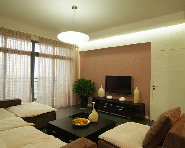 客厅的明暗色搭配,突显出硬朗的吊顶设计,白色沙发,咖啡色电视背景墙。