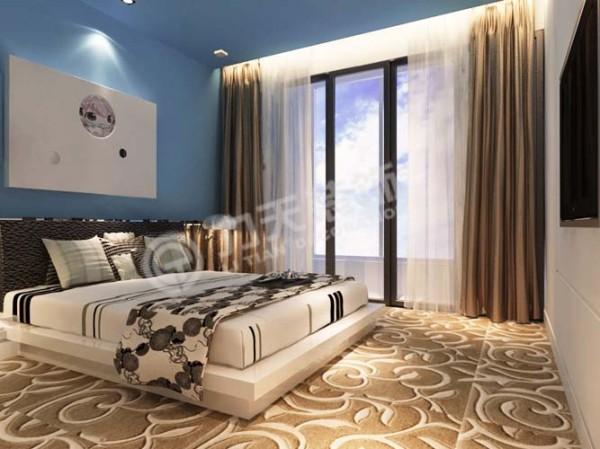 在床的两边没有放床头柜,而是做的两个台,用的是大芯板,刷的白色漆,在台上,床头最上的这个空间,做了一个造型,最里面是镜子