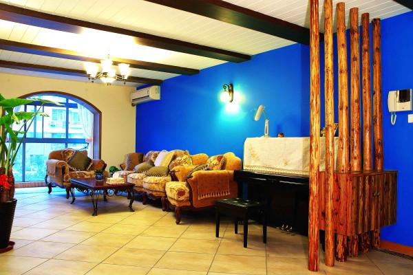 客厅独具地中海特色,背景墙吊顶软装都是好订赞啊。