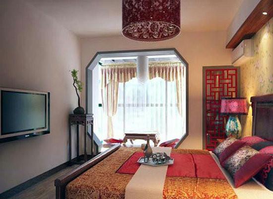 卧室设计:木质大床,和木质玄关,等元素的运用,给人仿佛身在苏州园林。