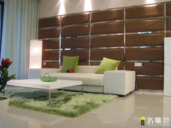 名雕装饰设计-米兰阳光-现代简约沙发背景:采用软包让整个空间简约中体现一种高贵。