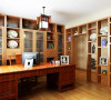 书房在设计中采用中式原色的博古架的装饰作为隔断,书房的设计却是极有分寸而极其丰富地传达着家居住人的内心,从而提升了主人的身份与品味。