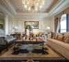 华丽的沙发、精美的地毯、多姿曲线的家具和厚重的大理石壁炉让室内显示出豪华、富丽的特点,充满强烈的奢华效果。