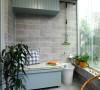 空间巧妙利用,增强收纳空间和休闲气氛。