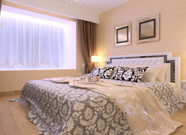 运用壁纸简单的纹理,和软装饰搭配,柔和的灯光,更好的体现出屋子的简单大方且不失单调。