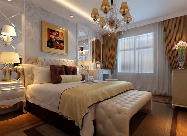 设计理念:年轻夫妇使用,所以整体上也更鲜亮,有活力,色彩上以白色调为主,搭配金色装饰,凸显华贵。 亮点:床头背景墙与整体的搭配,和谐带着典雅。