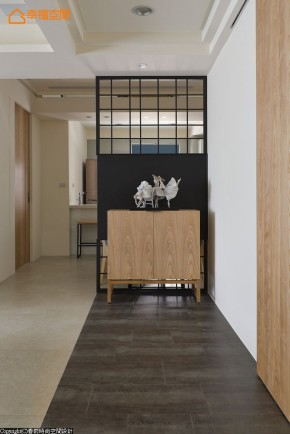 原木 简约 二居 现代 舒适 玄关图片来自幸福空间在92m²原木氛圍 客製退休樂活居的分享